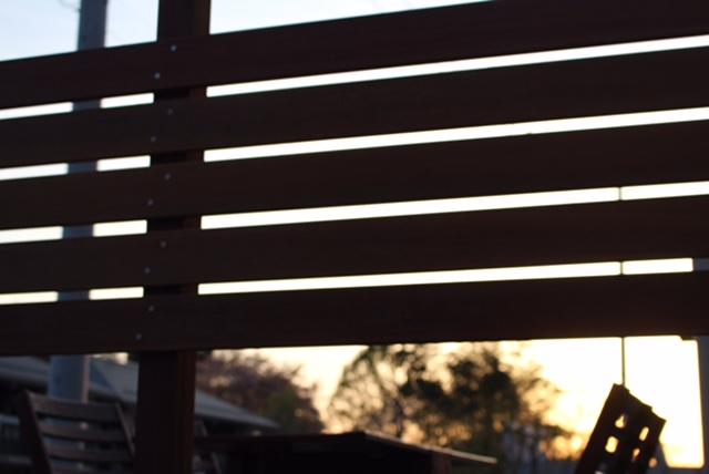 ウッドデッキ目隠し 木製ウッドフェンスのおしゃれDIY