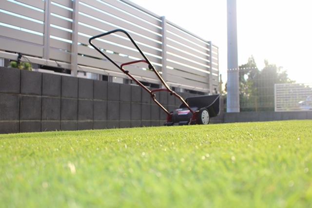 芝刈りの方法。 頻度、刈り高、注意点。